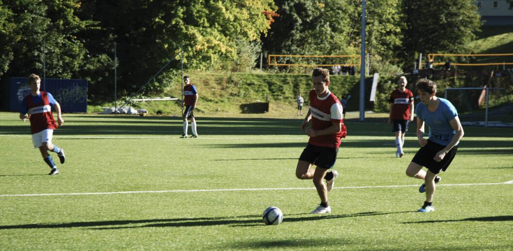 Full fart: Det var høy intensitet da Erudio Fotball møtte FC Eureka i Dragvolligaen på søndag.