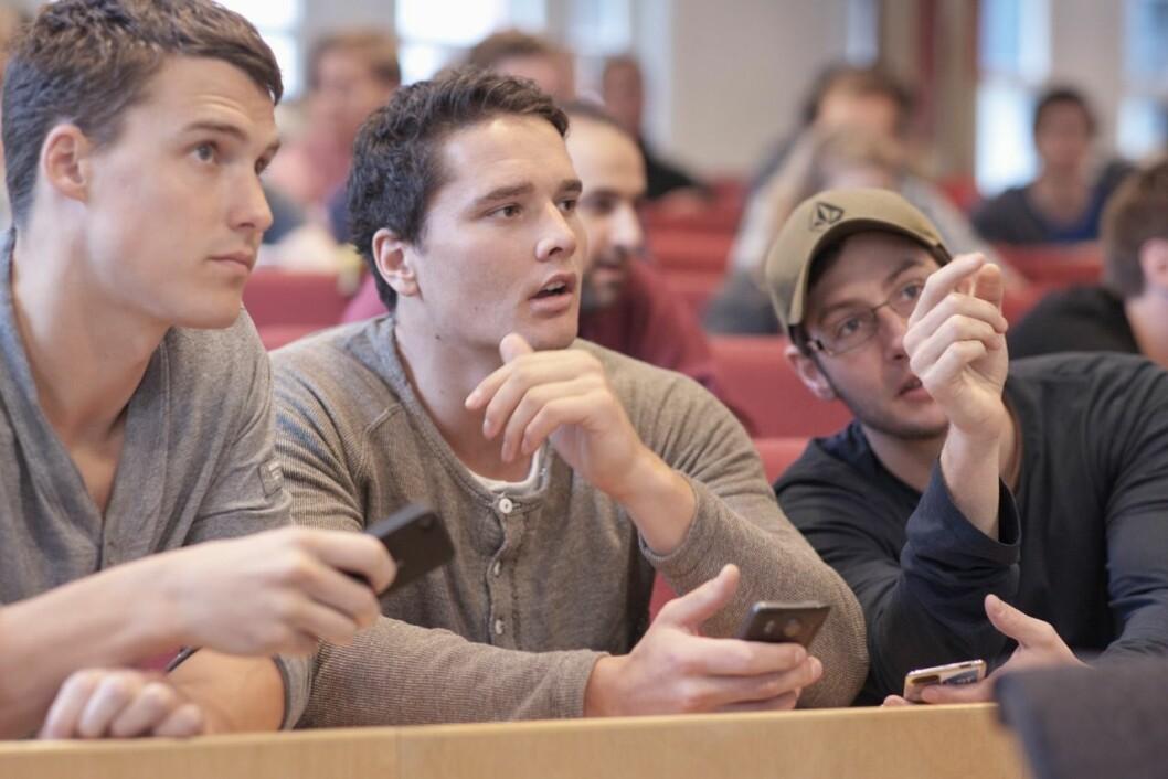 TOVEISKOMMUNIKASJON: Prosjektleder John Birger Stav for «HiST Mobile» ønsker å gjøre studentene mer engasjert i undervisningen.