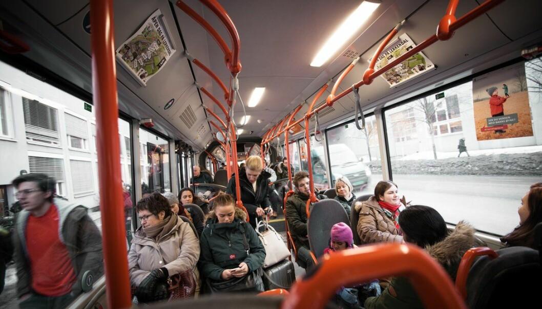 <b>IKKE GREIT LENGER: </b>Går det ikke an å holde en meter på bussen er det nå påbudt å bruke munnbind.