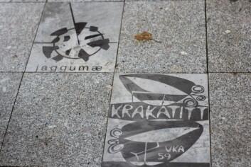 Revyplakater: UKEmonumentet består av nesten alle revyplakatene i UKAs historie. Designeren, Simon Dai, sier han håper det vil udødeliggjøre studentfrivilligheten i Trondheim