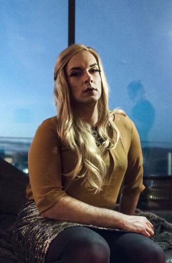 FORVANDLING: Sminken er på, og Matthias går inn i rollen som Brittany Fierce.