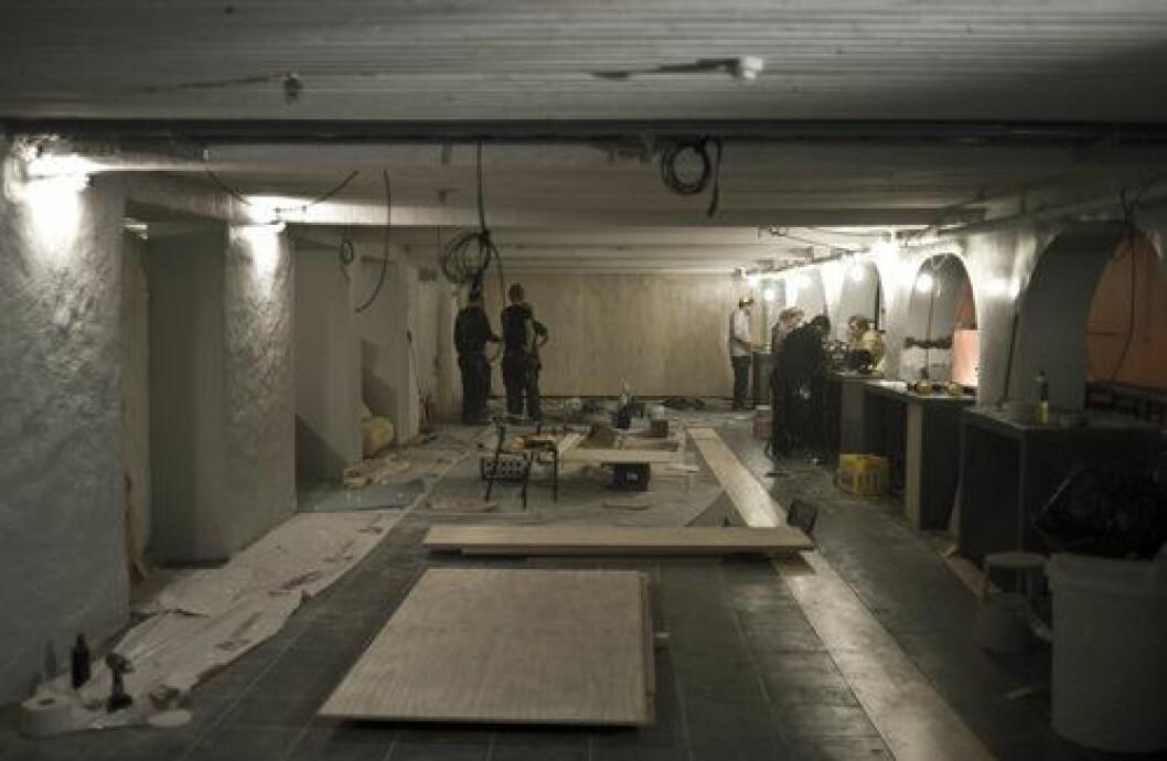 Bildet viser lokalet under opppussninga til UKA-09. Nå blir lokalet fiksa opp igjen.