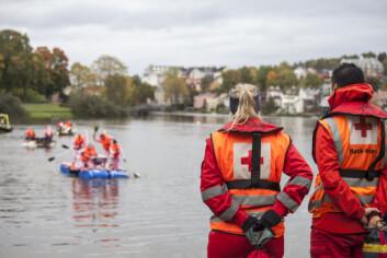 Røde Kors passer på padlerene.