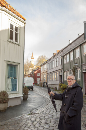 RØDT KORT: Hallbjørn Rønning forteller om sinte Rosenborg-fans som mener han uttaler busstoppet Lerkendal Stadion som om han avskyr plassen.
