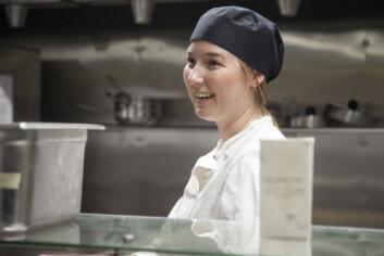 **Gøy:** Julie Linn Omstad minnes da Erna Solberg spiste på Lyche. Hun er en del av suppegruppa, som utformer en ny suppe hver måned.