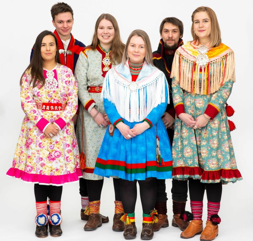 SAMHOLD: Studentene i Saemien Studeenth Tråantesne skaper en felles arena hvor målet er å bevare den samiske kulturen. F.v Ida Therese Storslett,  Julius Mihkkal Lindi, Lise Eder Murberg, Maja Sofie fjellström, Per Anton Øverseth Olsen og Elen Ravna.
