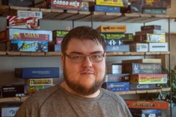 SPILLENTUSIAST: I nyere tid synes Henrik Kvamsdal (30) det er like gøy å spille brettspill som dataspill.