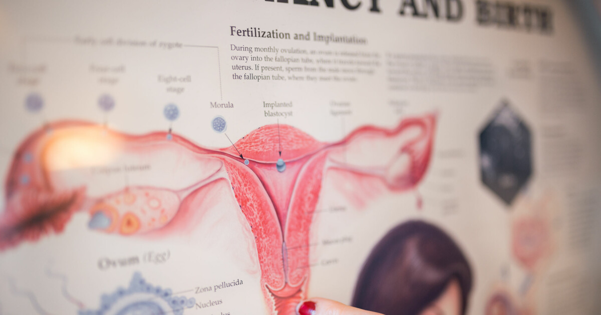 rosa utflod etter samleie underlivet til kvinner