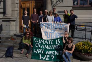 KLIMABEVEGELSE: Hundretusenvis av mennesker i hele verden går i tog for å presse lokale myndigheter til raskere håndtering av klimagassutslipp. I Trondheim står noen av dem utenfor rådhuset hver fredag.