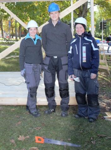 Anne-Marthe, Karina og Peter skal snekre boksen som skal stå ved siden av UKAs foodtruck.