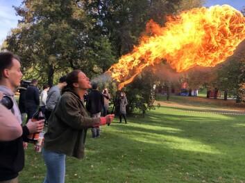 Flammen blir betydelig større på Sunniva Sofie Bjørnbeths andre forsøk for dagen.