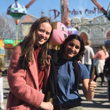 FORELSKET: Sabina (til høyre) forelsket seg i Aline sitt smil og hennes dårlige innøvde vitser.