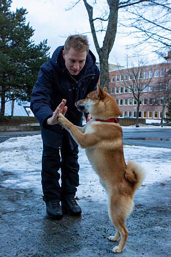 HVERDAGSTRUKTUR: Knut Høie Håland synes har har fått bedre rutiner etter at han fikk seg hund. .