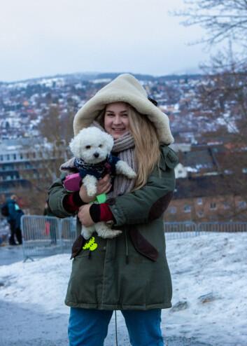 TERAPIHUND: For Jenny Marie Ragnhild Andersen er hunden Tuna også til hjelp når hun er utmattet.