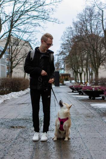 TIMING: Ragnar Olderkjær Bråstein synes femte året av studiet er perfekt timing for å få seg hund.