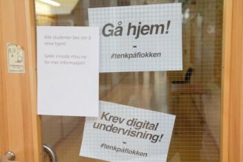 <b>Klar oppfordring:</b> Lapper hengt opp på Dragvoll av den litt mer aktivistiske sorten.