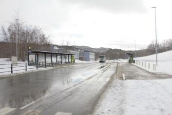 <b>Ingen fredagsrush:</b> Godt om plassen på bussholdeplassen ved Dragvoll.