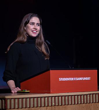 <b>SKJENKEÅPNING:</b> Samfundetleder Karen Mjør håper at flere vil ta turen til Samfundet når skjekestoppen klokken tolv opphører.