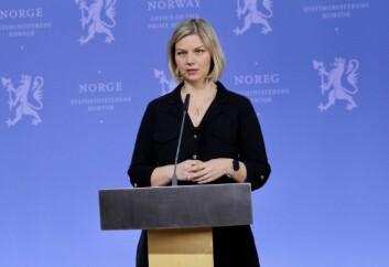 Kunnskapsminister Melby (V) på regjeringens pressekonferanse, den 7. april. Foto: Statsministerens kontor