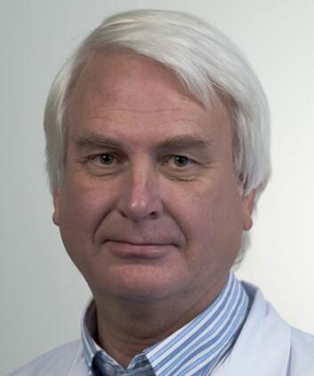 IMMUNITET: Svein Arne Nordbø forteller atimmunitet påvises ved å teste blod for antistoffer.Kroppen utvikler nemlig antistoffer etter å habekjempet et virus.