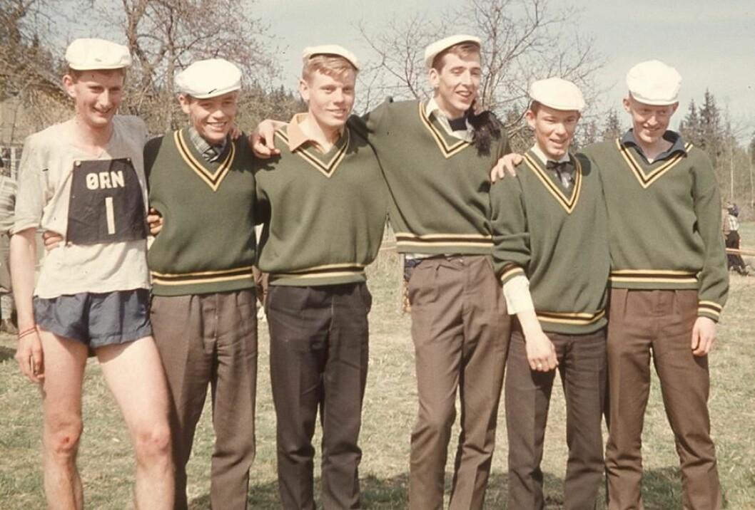 O-STAFFETTEN: 1965 i Asker der NTHI vant for første gang. Fra venstre: Stig Berge (nettopp gått i mål som ankermann), Rolf Krogstad, Tore Langaard, Kjell Lunde, Peter Pay, Hans Rønne.