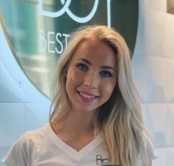 **Tannpuss:** Hudpleier Sarah Bjørnstad mener at å rense huden hver morgen og kveld er like nødvendig og enkelt som å pusse tennene.