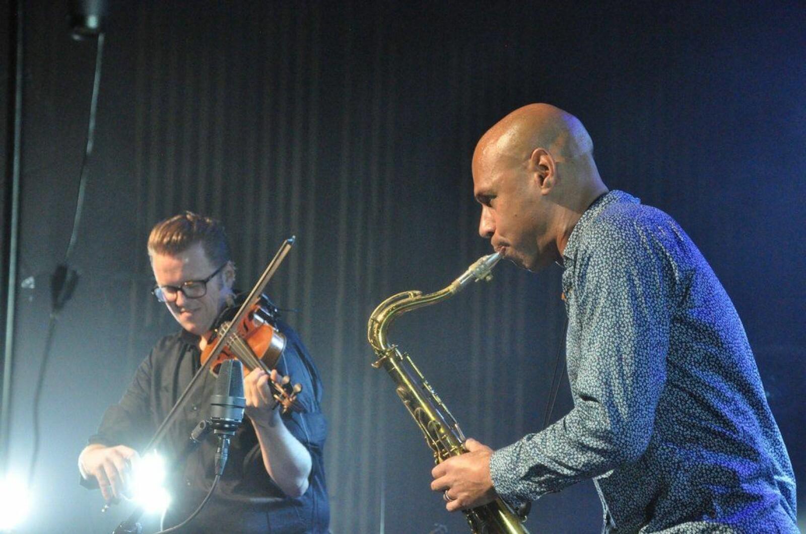 Kvernberg sammen med saksofonisten Joshua Redman på Dokkhuset.