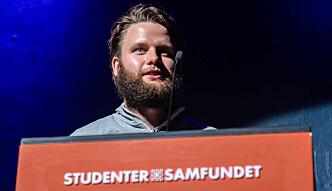 <b>FALSK LENKER:</b> Eirik Sande gratulerte det nye styret med sitt første Samfundsmøte, men rettet samtidig kritikk mot falske lenker publisert på Facebook-siden til arrangementet.