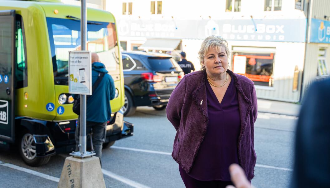 <b>SELVKJØRENDE: </b>Statsminister Erna Solberg kom til Trondheim tirsdag for å prøve AtBs selvkjørende buss.