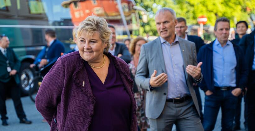 <b>IKKE REIS I RUSHEN: </b>Statsminister Erna Solberg oppfordrer til korona-vennlig ferdsel