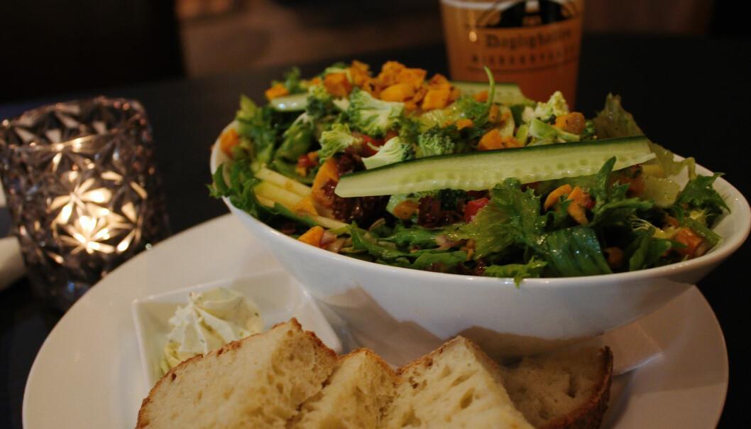 <b>VEGANSK:</b> Sesongens salat har også et vegansk alternativ uten fetaost.