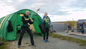 BIDRAR: Frivillige studenter Anders Lie Hagen og Eirik Langedal Breivik.