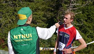 INTERVJU: Speaker Espen Skiri sammen med løper Clemens Sundby Øksnevald.