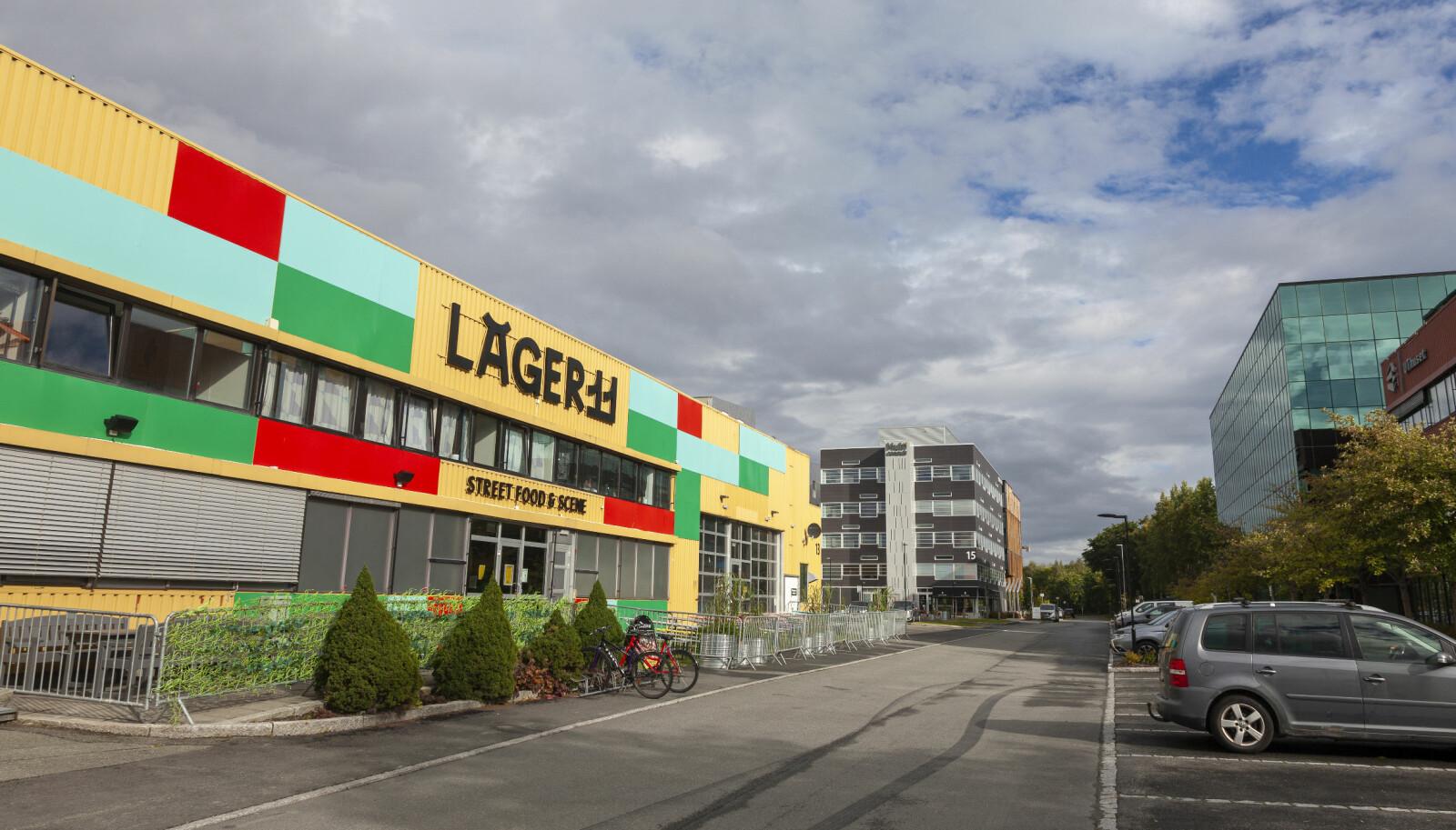 <b>FARGEKLATT:</b> Utenom Lager11 er Sluppen eit grått område, fullt av svære lagerhus, næringslivs-bygg, bilveg og parkeringsplassar.