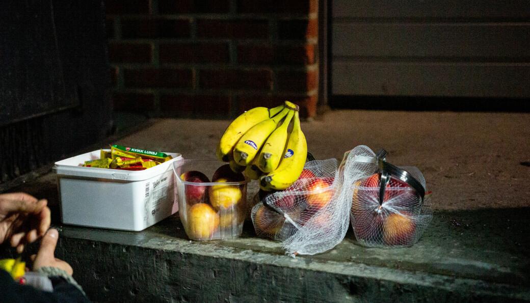<b>KAFFIMAT:</b> Bananar, nektarinar og Kvikk-lunsj er blant godsakene Bendik tar med seg heim.