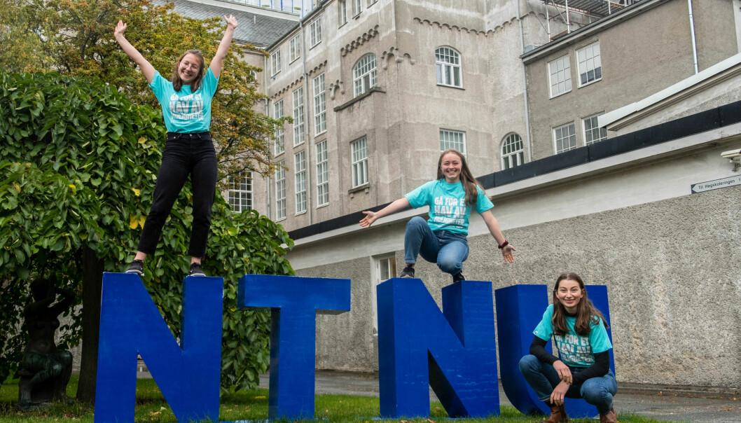 RYDDER FOR TV-AKSJONEN: Linjeforeningen VIVAS inviterer for tredje år på rad studenter til bidra til TV-aksjonen gjennom søppelplukking. Fra venstre: arrangørene Frieda Hagemeister, Katrine Gylseth Eie og Miriam Eilén Nerheim.