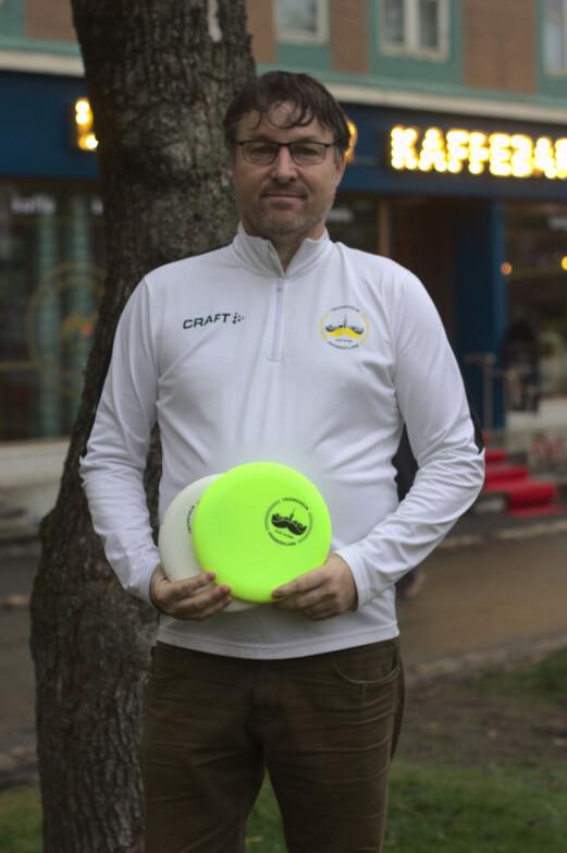 <b>ØNSKER FLERE MEDLEMMER: </b>Leder av Trondheim Frisbeeklubb, Geir Olav Svee, oppfordrer alle frisbeegolfere til å bli med i en klubb.