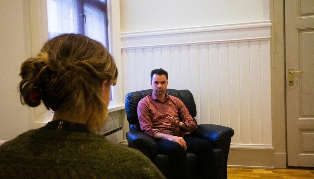 <b>GUIDER UNDERBEVISSTHETEN:</b> Ole Martin Lillesletten mener hypnose hjelper pasienten med å finne sin egen sannhet.
