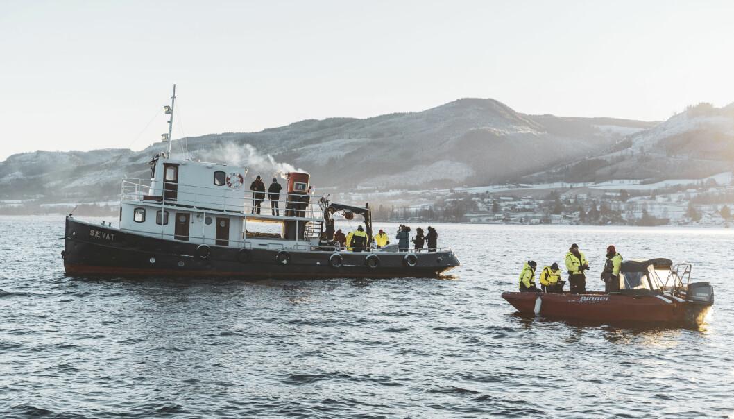 <strong>Mjøsa: </strong>I desember var disse båtene ute på Norges største innsjø. Forskerne ombord sendte ned undervannsroboter for å samle inn data.
