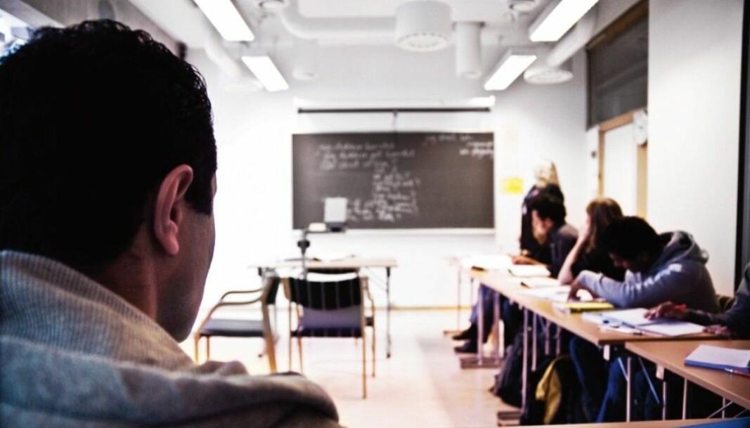 """<span class="""" font-weight-bold"""" data-lab-font_weight_desktop=""""font-weight-bold"""">Språket må endres: </span>Hver fjerde foreleser har måttet endre undervisningsspråket ved emnestart."""
