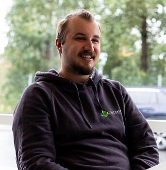 """<span class="""" font-weight-bold"""" data-lab-font_weight_desktop=""""font-weight-bold"""">PÅ HYBELJAKT:</span> Erik Schüler har søkt etter hybler mens han har bodd på Trondheim vandrerhjem."""