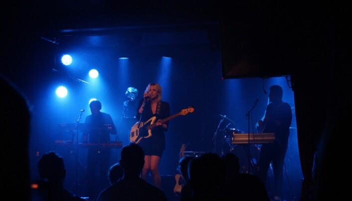 Vokalist Ellie Linden spiller både på skjørhet og selvtillit i sine opptredener.