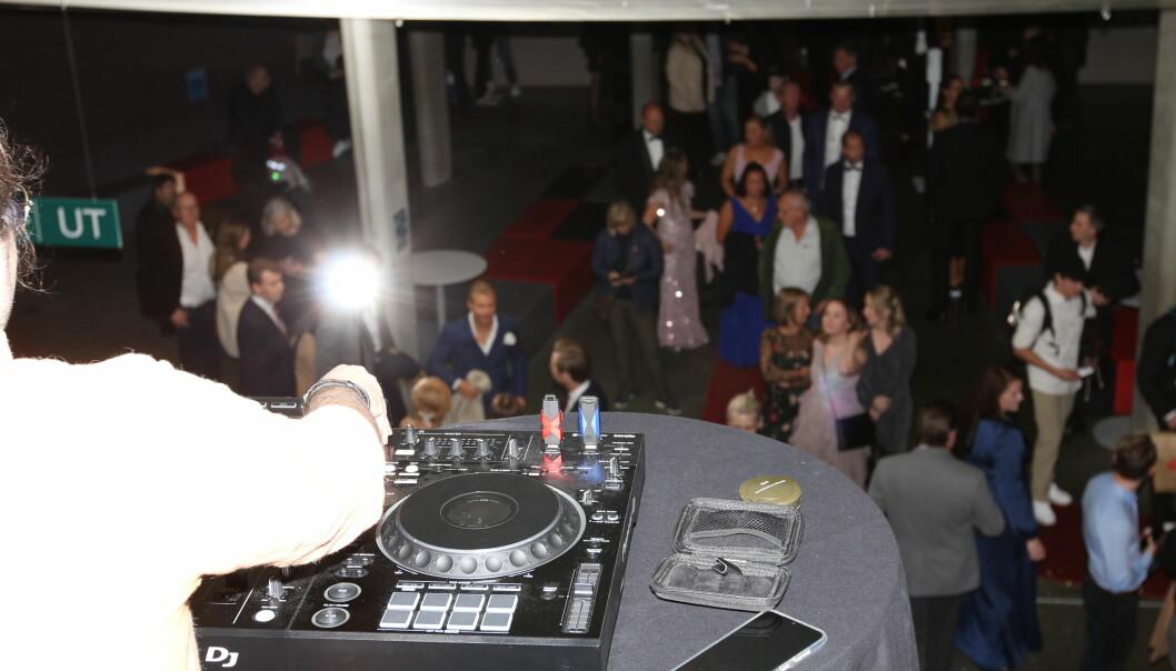 Hvordan gjøre gallaen eksklusiv? DJ, så klart.