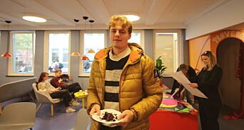 "<span class="" font-weight-bold"" data-lab-font_weight_desktop=""font-weight-bold"">BESØK:</span> UiA-studenten Kai Haakon Melberg valde riktig dag å stikke innom NTNU."